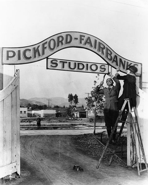 480px-Pickford-Fairbanks_Studios_2